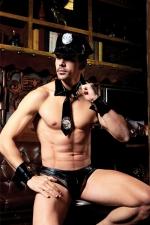 Déguisement sexy policier 5 pièces - Avec ce déguisement coquin pour homme, votre entourage n'hésitera plus à appeler la police.