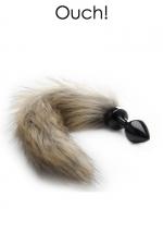 Plug anal avec queue en fourrure renard - Bijou d'anus et plug anal en métal noir avec une queue en fausse fourrure, pour vos jeux de rôles animaliers.